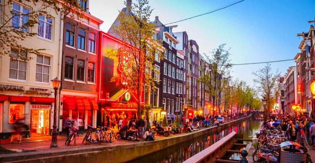 amsterdam gezilecek yerler- redlight sokagi
