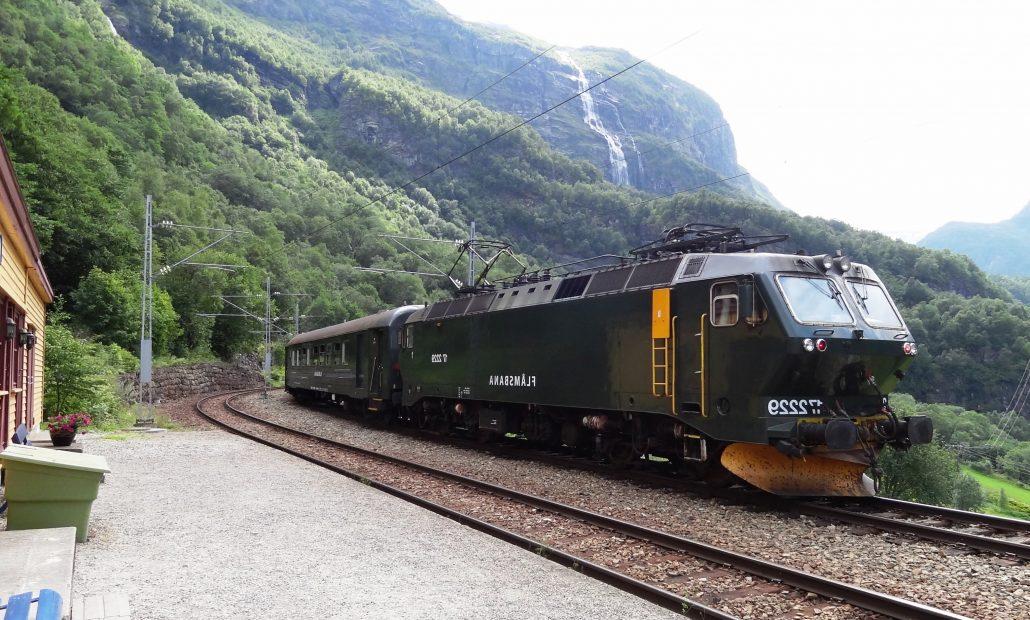 flams treni yolculugu