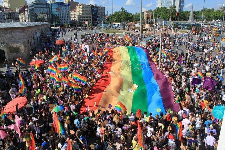 istanbul-temmuz-etkinlikleri-onur-yuruyusu