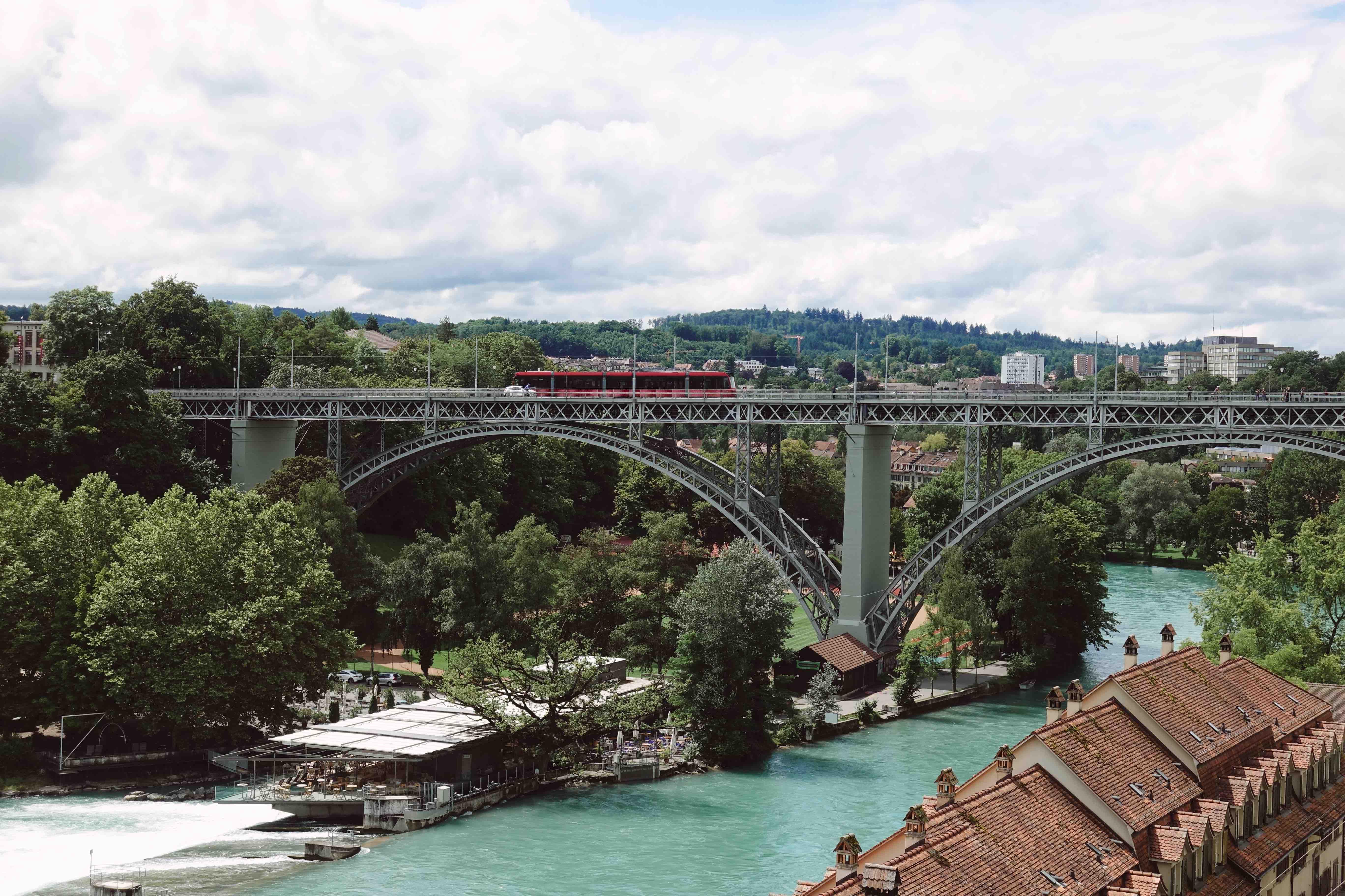 İsviçre'de Gezilecek Yerler- Aare gölü ile Bern