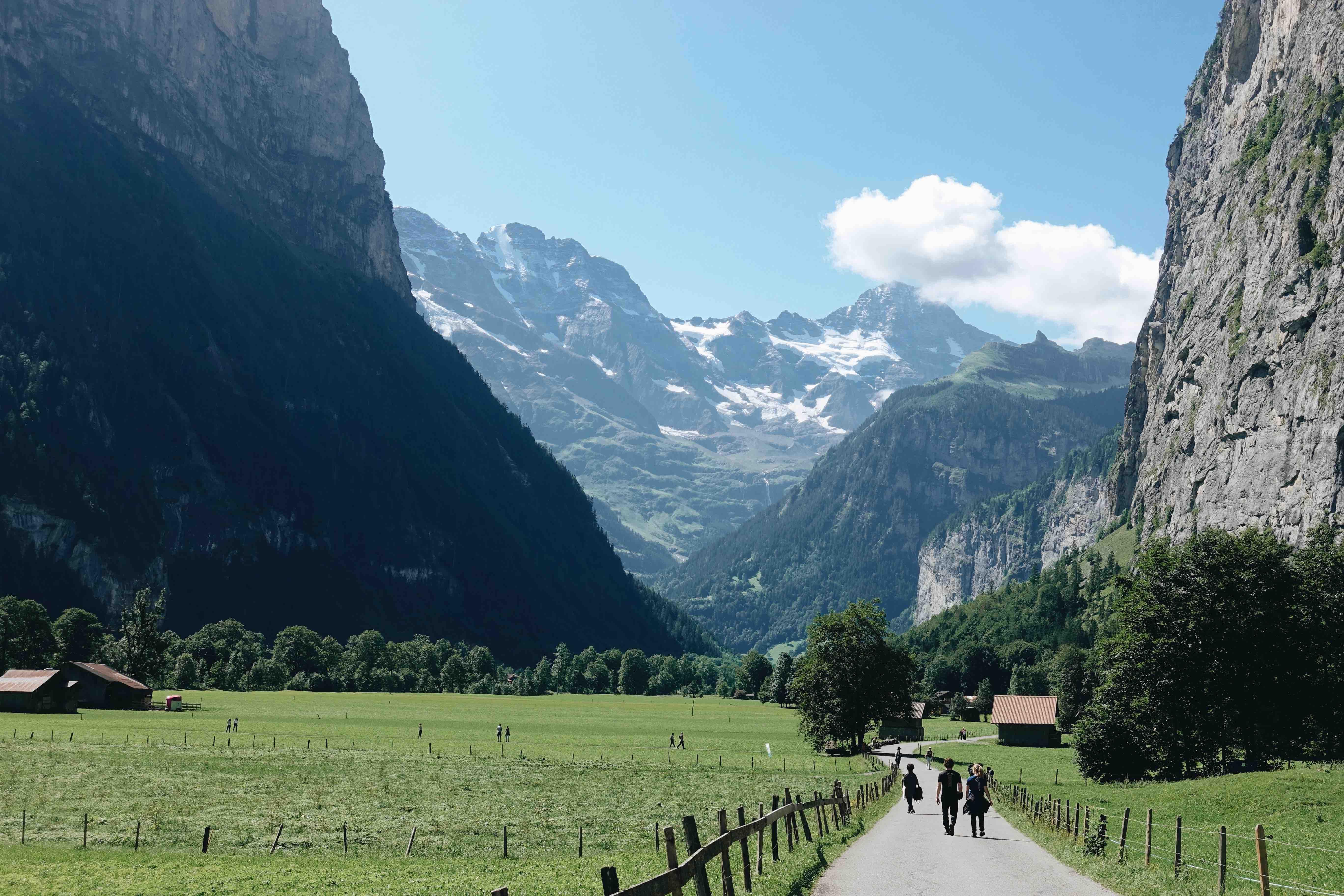 İsviçre'nin yeşil kasabalarından biri olan Lautebrunnen